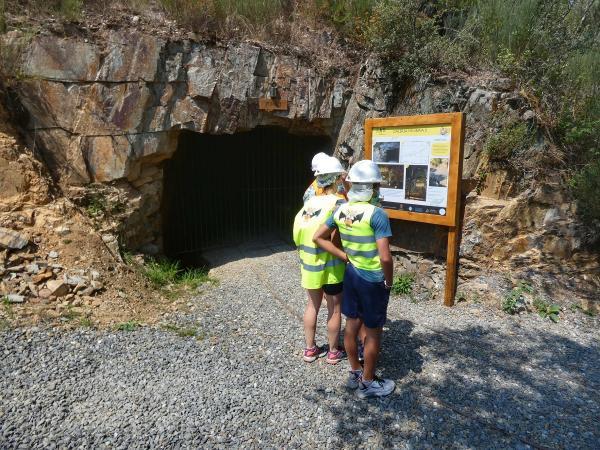 Visita às galerias mineiras com geocaminhada