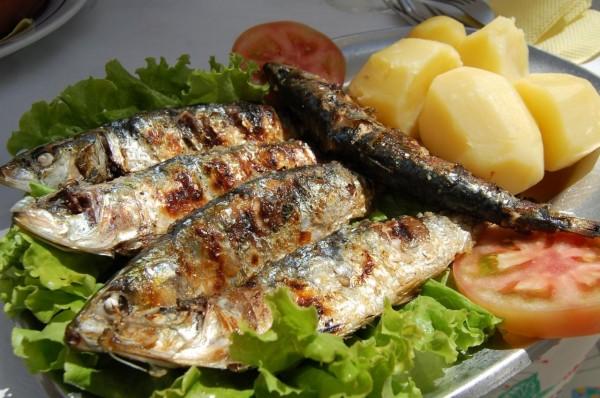 https://www.portugalplease.com/uploads/imagens/grilled_sardines_5.50_marisqueira_o_varino_nazar_3785526688_.jpg